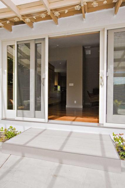 Deck contemporary-family-room