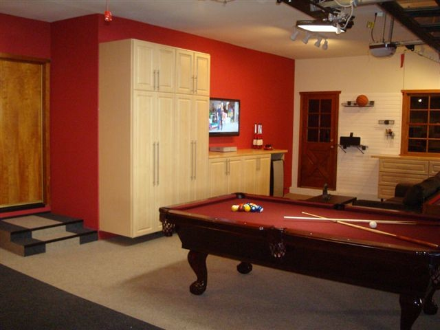Deluxe Garage & Game Room traditional-family-room