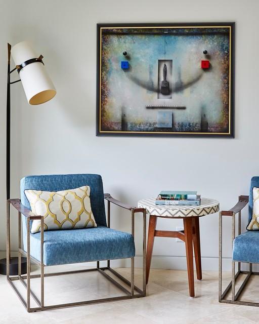Foto de sala de estar cerrada, vintage, de tamaño medio, con paredes blancas y suelo de travertino