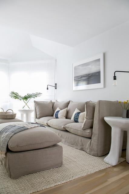 Mid-sized coastal family room photo in New York