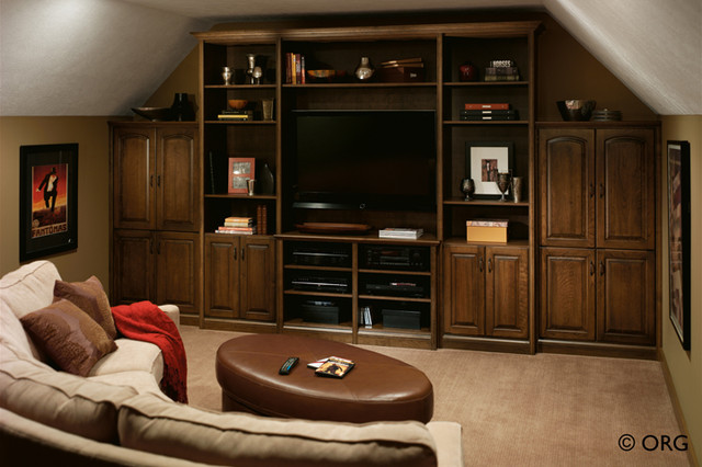 Entertainment Areas traditional-family-room