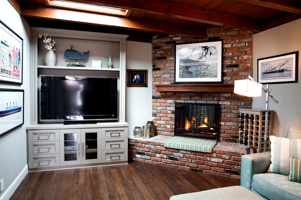 Example of a mid-sized classic family room design in Los Angeles