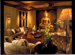 Family room asiatisch wohnzimmer hawaii von saint for Gartenmobel asiatisch
