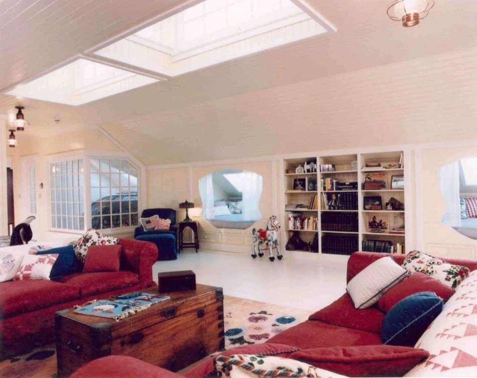 Family room with a lot of light from large skylights