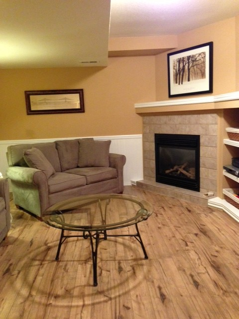 Flooring traditional-family-room