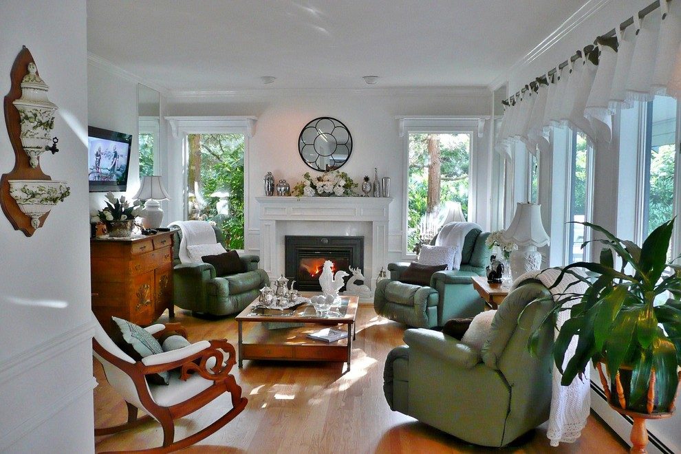 Family room - contemporary family room idea in Vancouver