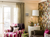 transitional family room Go for the Bold: 14 Great Ideas for Patterned Upholstery (14 photos)
