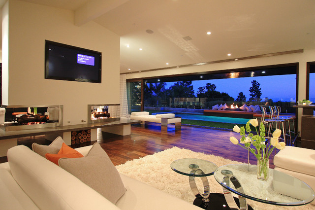 Globus Builder modern family room