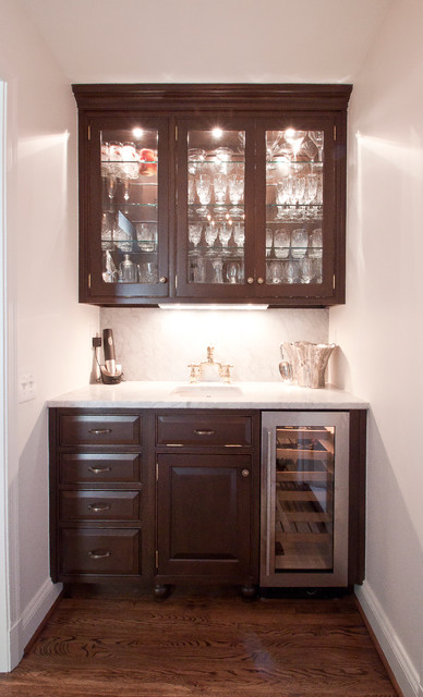 Hammond Wet Bar Traditional Family Room
