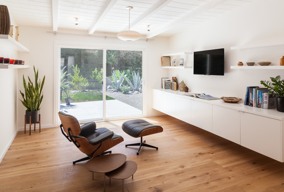 Inspiration for a 1950s family room remodel in Los Angeles