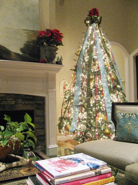 Holiday Decor - Christmas traditional-family-room