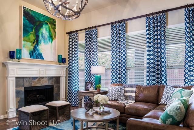 Family room - beach style family room idea in Dallas