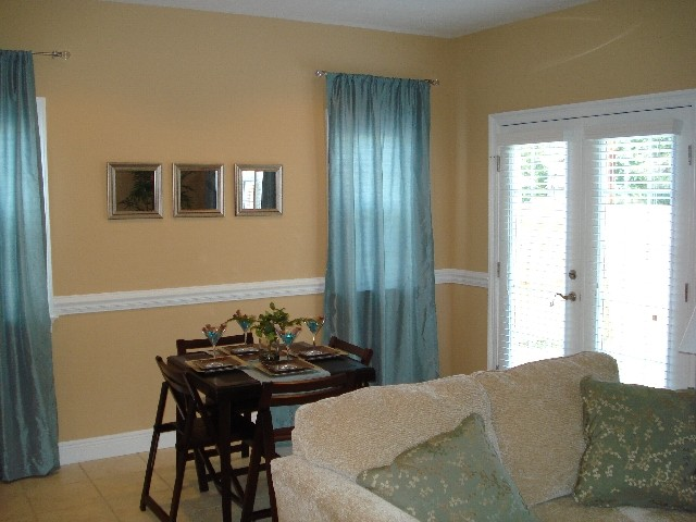 Home Staging contemporary-family-room
