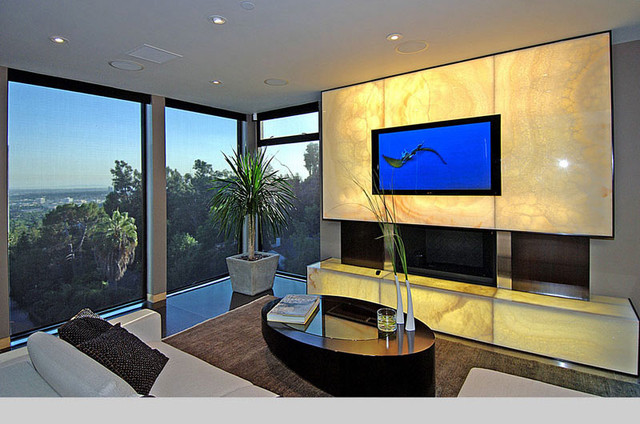 Home theatre modern-family-room