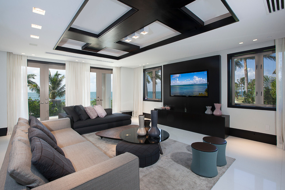 Esempio di un soggiorno design con pareti bianche, nessun camino e TV a parete