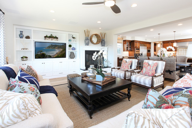 Example of a classic family room design in San Diego