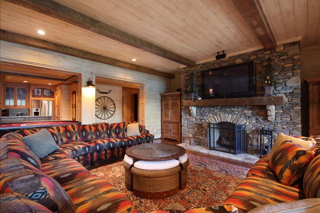 Lake Chatuge Fishing Lodge rustic-family-room