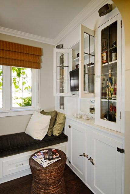Leschi traditional-family-room