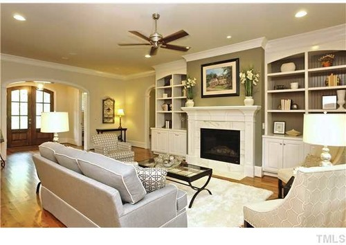 Is the fireplace accent color the same as dining room ...