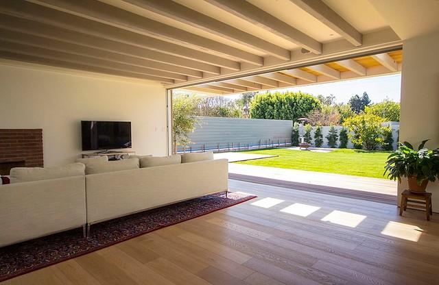Mar Vista modern-family-room