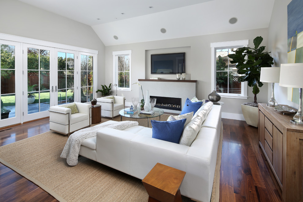 Example of a classic family room design in San Francisco