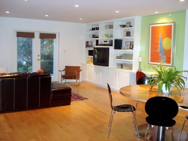 Mid Toronto modern-family-room