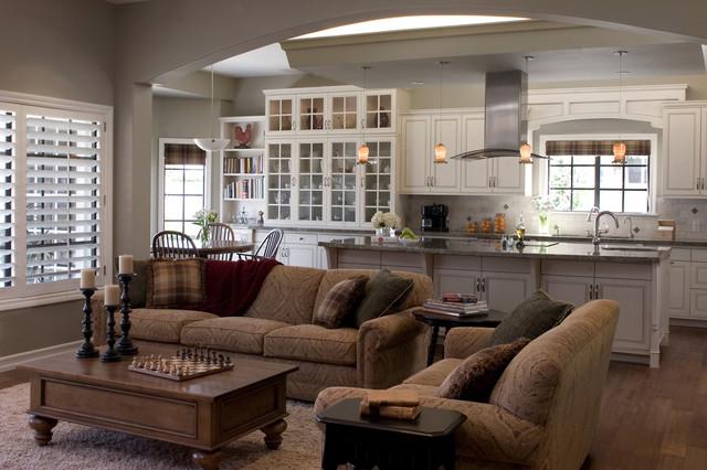 Monteverde Residence traditional-family-room