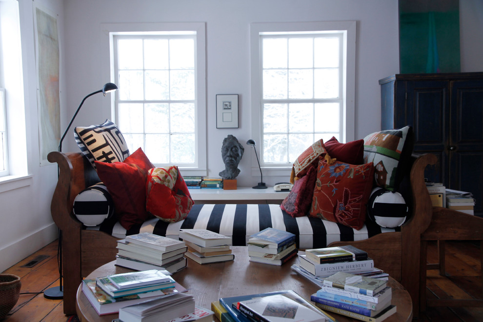 Inspiration for an eclectic family room remodel in Montreal