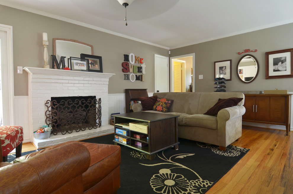 Elegant family room photo in Dallas