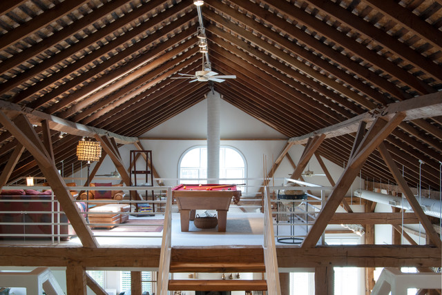 My Houzz: Rustic Meets Refined in a Converted Ohio Barn campagne-salle-de-sejour