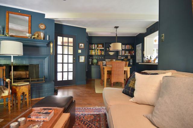 Family room - traditional family room idea in Dallas