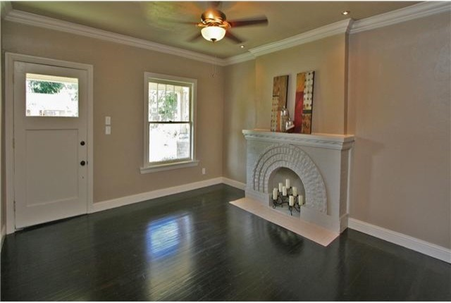 NW 16th Street traditional-family-room