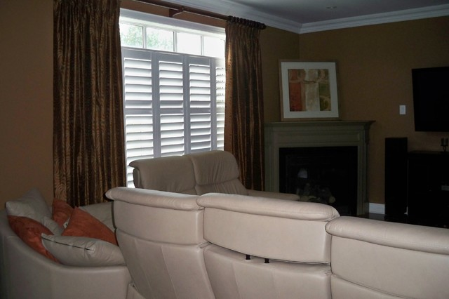 Oakville Relaxed Transitional Style Décor Update with Abstract Artwork transitional-family-room