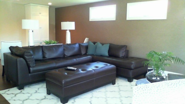 Palatine banquette transitional family room chicago for Walter e smithe living room