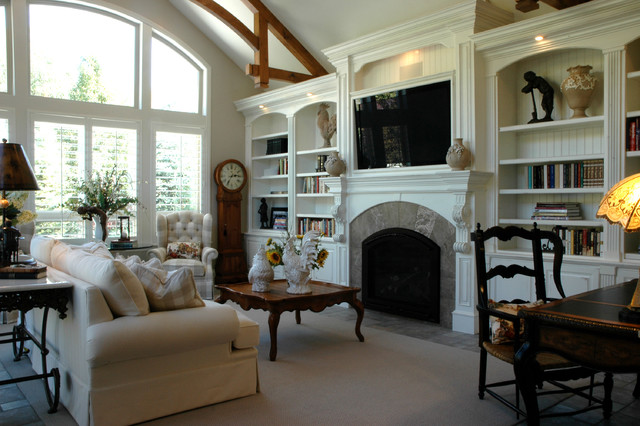 traditional family room by STEVE PERRY'S DESIGN SOLUTIONS & CONSTRUCTION INC.
