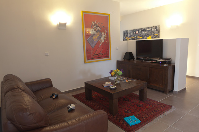 Penthouse apartment - Em HaMoshavot eclectic-family-room