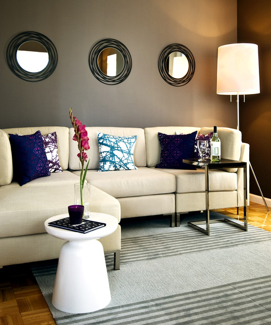 Queens contemporary-family-room