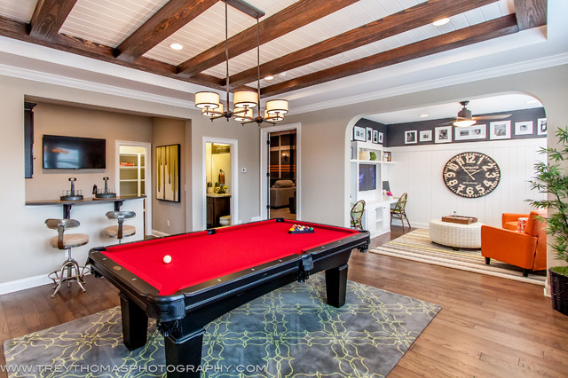 Real Estate contemporary-family-room
