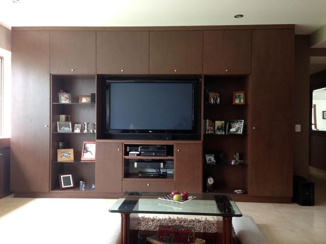 Ruiz eclectic-family-room