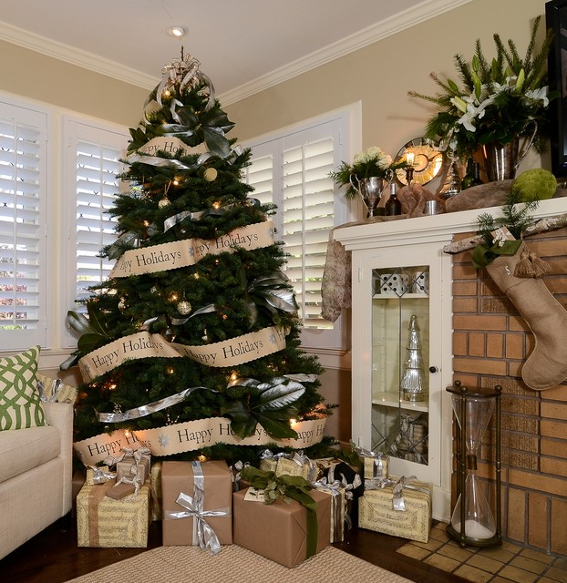 rustic luxe holiday traditional family and games room - 2016 Christmas Decor Trends