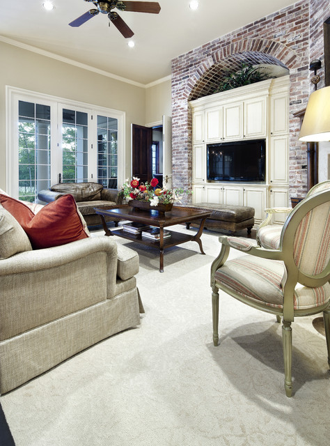 Southern Mississippi traditional family room