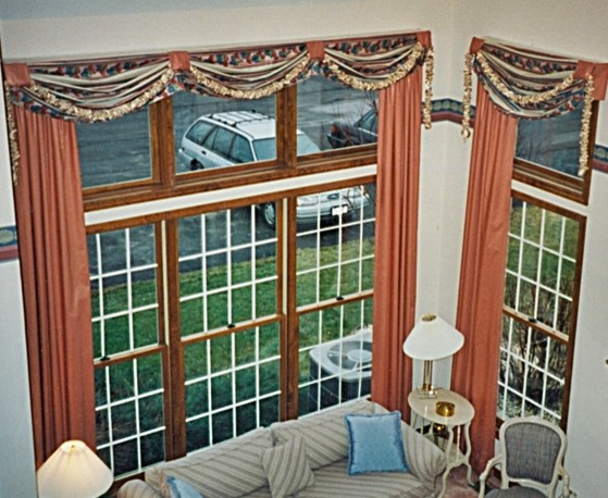 Specialty windows traditional-family-room