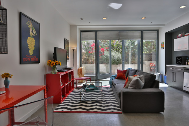 Studio Apartment In Los Angeles Industrial Family Room