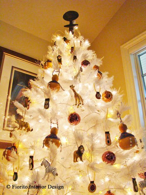 Safari animal Christmas tree decorating trend