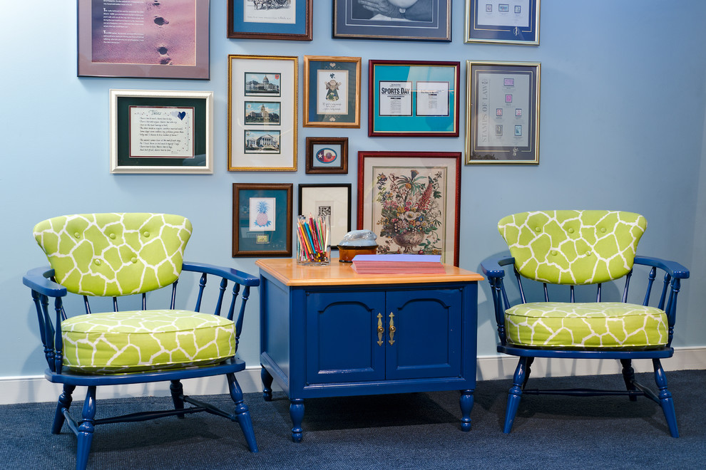 Example of a classic family room design in Richmond with blue walls