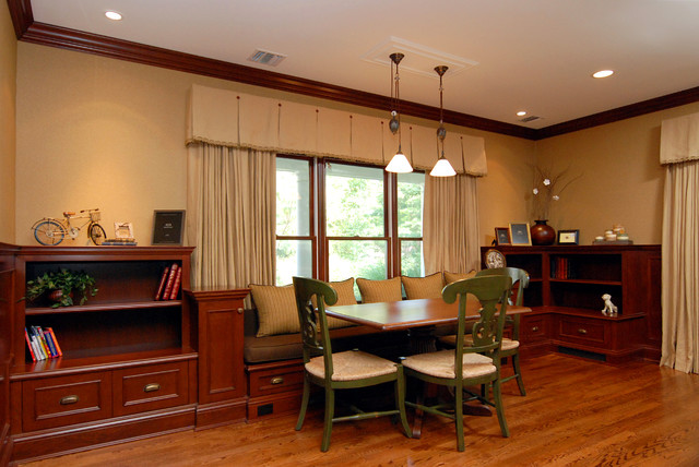 Traditional family room for Bedroom cornice design