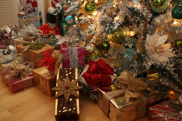 Christmas Decorations And Gift Wrapping