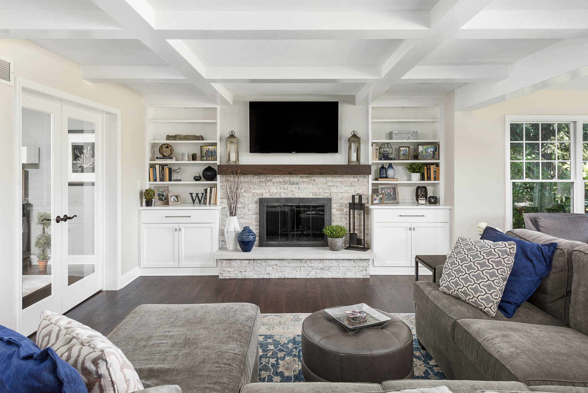 family room with a standard fireplace ideas and designs phbr1 bp t 720 a 48 502