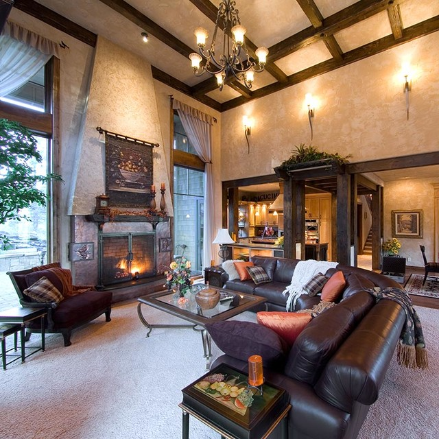 Charmant Tuscan Style Interiors For A Bend OR Home. Traditional Family Room