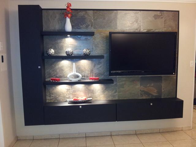 TV Modern Family Room
